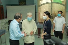 Dịch COVID-19: Phó Thủ tướng Trương Hòa Bình tặng quà đồng bào Chăm tại Thành phố Hồ Chí Minh