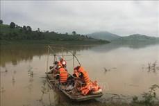 Tìm kiếm hai thiếu niên bị đuối nước khi tắm suối giáp sông Đăk Bla