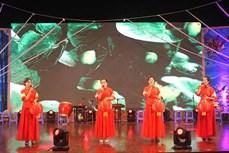 Hội diễn nghệ thuật quần chúng và trình diễn trang phục truyền thống dân tộc Hoa