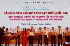 华人元宵节的风俗习俗和信仰获授国家级非物质文化遗产证书