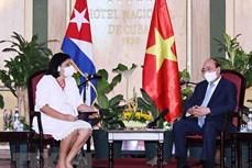 越南国家主席阮春福会见各古巴-越南友好组织