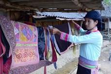 Trang phục độc đáo của người Xạ Phang