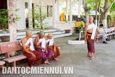 Tục xuất gia tu hành của thanh thiếu niên Khmer