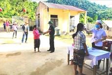 Người dân khu vực biên giới, miền núi Quảng Bình phấn khởi bầu chọn đại biểu ưu tú
