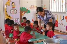 """Cô giáo Lê Thị Loan đưa con chữ đến với """"bản đa không"""" nơi biên giới Việt – Lào"""