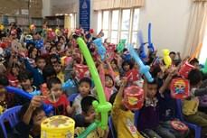 Tặng quà nhân dịp Tết Trung thu cho trẻ em có hoàn cảnh khó khăn ở Lâm Đồng