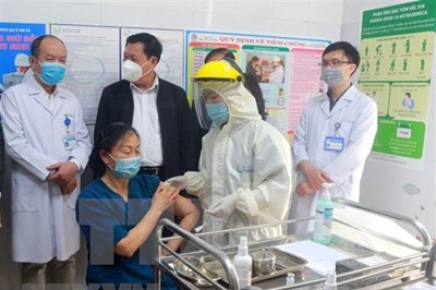 越南全国8个省市已完成首批新冠疫苗接种工作