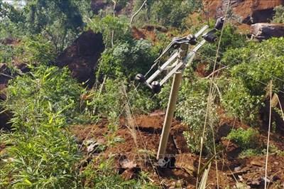 Cao Bằng: Sạt lở đất vùi lấp 1 nhà dân và 50 m đường Tỉnh lộ
