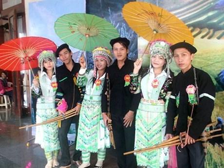 Phụ nữ bảo tồn trang phục truyền thống   Văn hóa   Báo ảnh Dân tộc và Miền núi