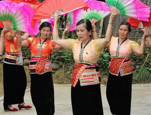 Nét đẹp áo Cóm của phụ nữ dân tộc Thái | 54 dân tộc Việt Nam | Báo ảnh Dân tộc và Miền núi