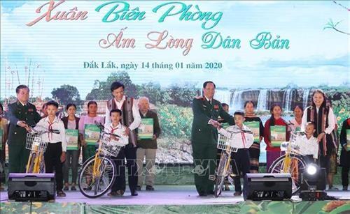 """Chu tich Quoc hoi Nguyen Thi Kim Ngan du chuong trinh """"Xuan Bien phong am long dan ban"""" tai huyen Buon Don, Dak Lak hinh anh 3"""