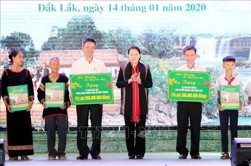 """Chu tich Quoc hoi Nguyen Thi Kim Ngan du chuong trinh """"Xuan Bien phong am long dan ban"""" tai huyen Buon Don, Dak Lak hinh anh 2"""