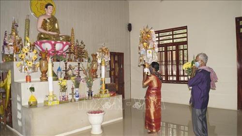 Binh Phuoc: Dong bao Khmer don Tet co truyen tai nha am ap, an toan va tiet kiem hinh anh 2