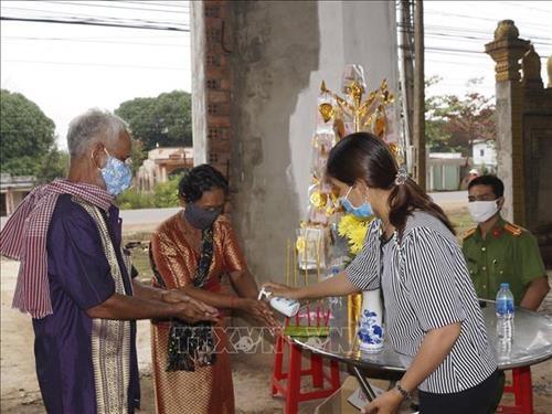 Binh Phuoc: Dong bao Khmer don Tet co truyen tai nha am ap, an toan va tiet kiem hinh anh 3
