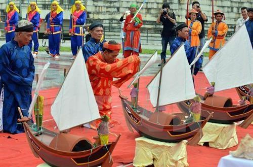 Le Khao le the linh Hoang Sa: Nghi le tri an va giao duc truyen thong yeu nuoc cho the he tre hinh anh 1