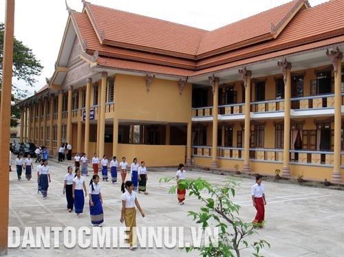 Soc Trang trao chung chi Quoc gia tieng Khmer cho 727 can bo, cong chuc, vien chuc hinh anh 2