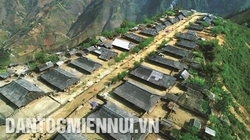 安沛省站奏县做好洪灾区居民撤离工作 hinh anh 2