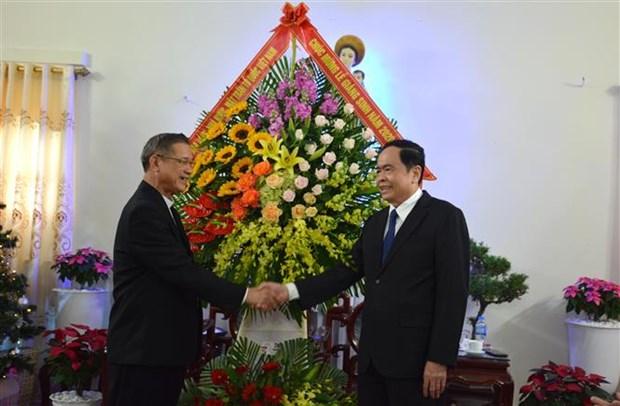 祖国阵线中央委员会主席陈青敏拜访乂安省荣市天主教教区主教座堂 hinh anh 2