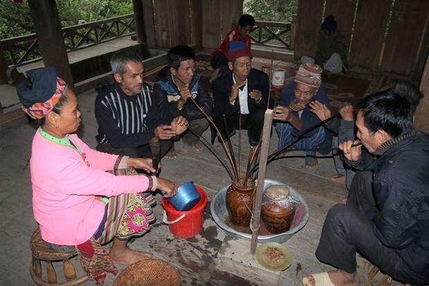 来越南各民族文化旅游村体验克木族谷如节 hinh anh 1