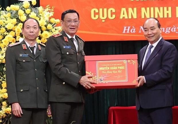 阮春福总理视察部分人民公安单位的执勤备战工作 hinh anh 3