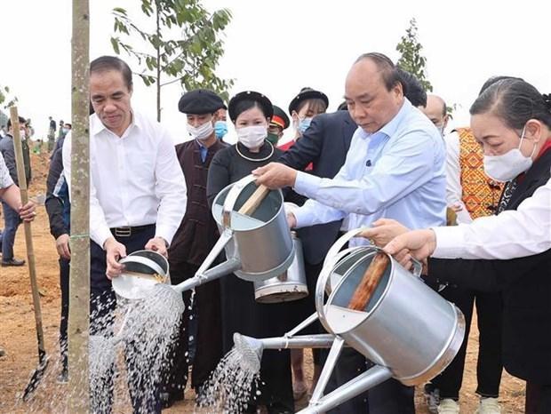 阮春福总理出席宣光省2021辛丑年春季植树节启动仪式 hinh anh 1