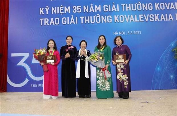 越南2020年柯瓦列夫斯卡娅奖颁奖仪式在河内举行 hinh anh 1