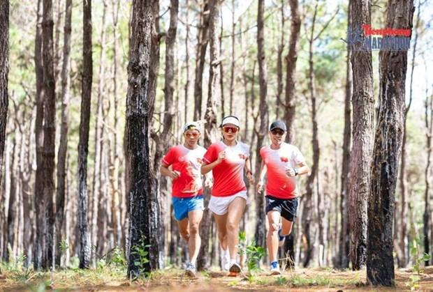 2021年《前锋报》马拉松锦标赛吸引约5000名运动员参赛 hinh anh 1