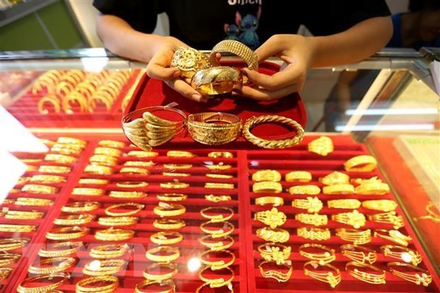 越南国内市场黄金价格持续下跌 hinh anh 1