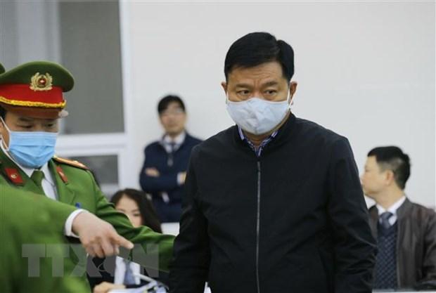 富寿省乙醇案件:丁罗升、郑春青出庭受审 hinh anh 1