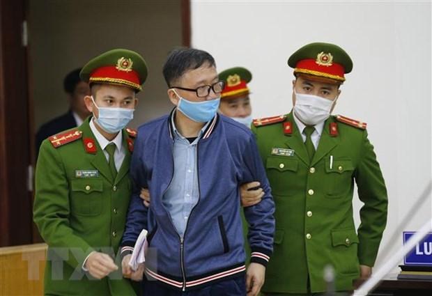 富寿省乙醇案件:丁罗升、郑春青出庭受审 hinh anh 2