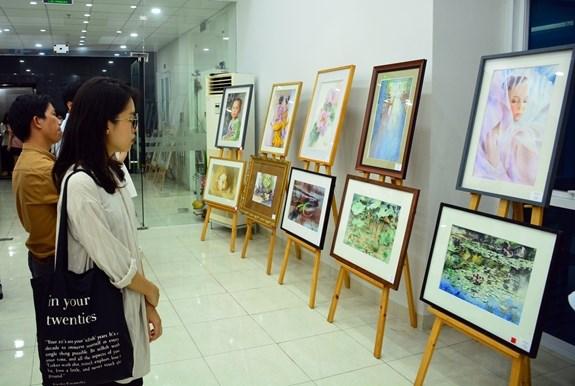 艺术与和平国际水彩画展吸引17个国家的画家参展 hinh anh 1