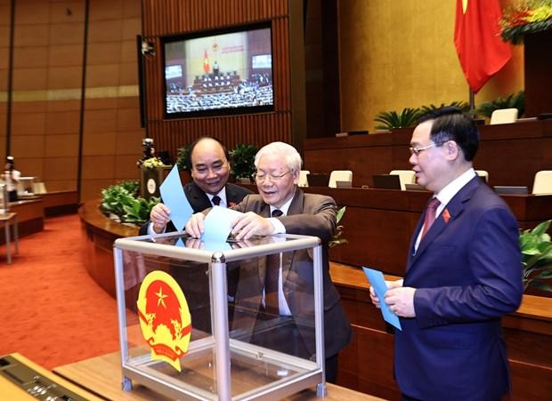 第十四届国会第十一次会议:国会以赞成率92.92%通过免去阮春福政府总理的决议 hinh anh 1