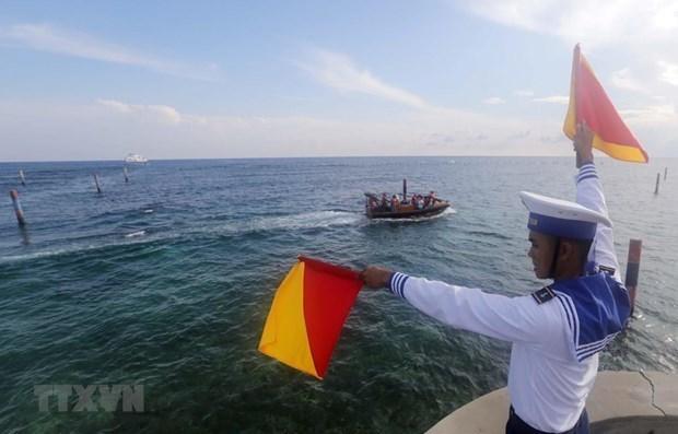 外交部例行记者会:越南要求各家企业尊重越南对黄沙和长沙两个群岛的主权 hinh anh 2