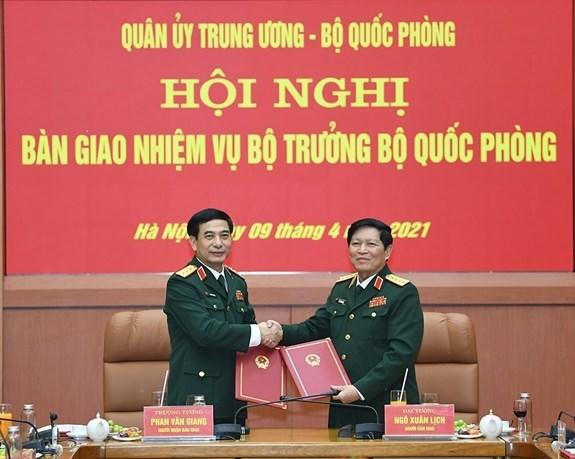 越南国防部长职务交接仪式在河内举行 hinh anh 1