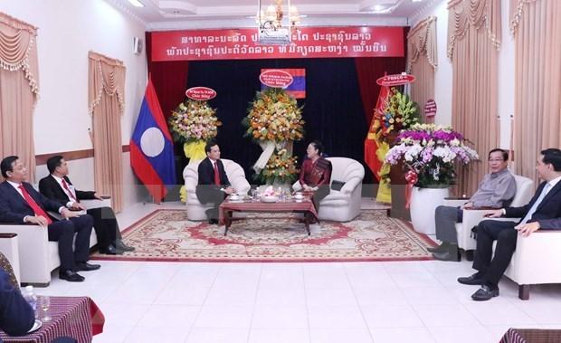 胡志明市领导向老挝驻胡志明市总领事馆致以2021年新年祝福 hinh anh 1