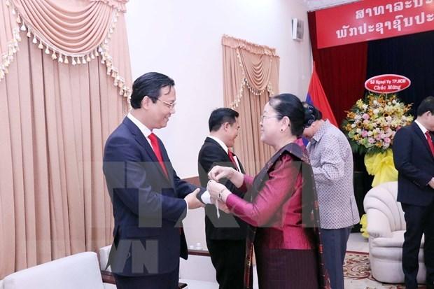 胡志明市领导向老挝驻胡志明市总领事馆致以2021年新年祝福 hinh anh 2
