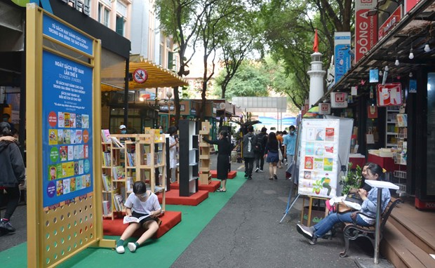 第八次越南图书日活动开幕:传播书香文化 hinh anh 2