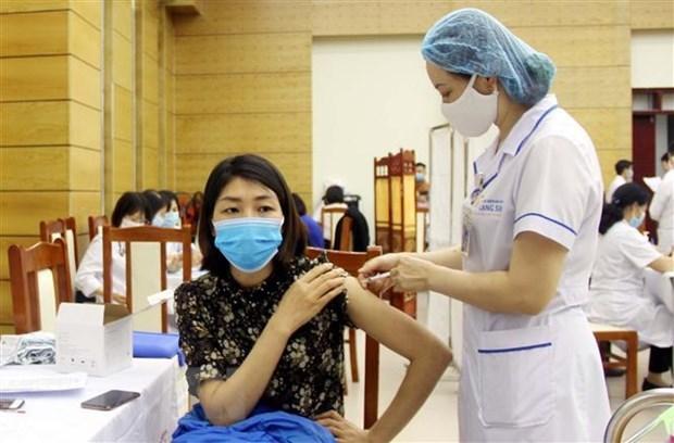 新冠肺炎疫情:越南加快推进新冠疫苗接种工作 hinh anh 1