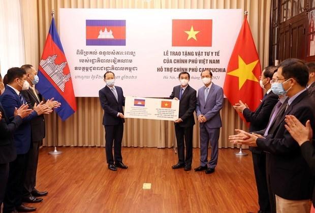 越南政府向柬埔寨政府提供医疗物资 助力柬埔寨防控疫情 hinh anh 1