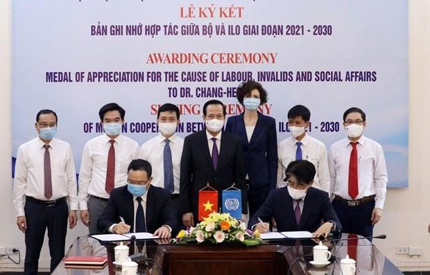 越南与ILO签署2021-2030年促进国际劳工标准在越实施的合作备忘录 hinh anh 1