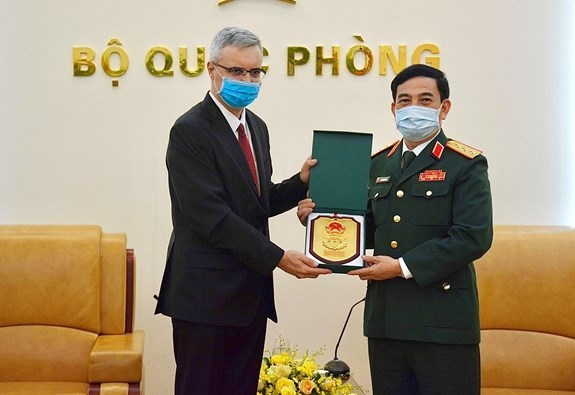 越南与法国进一步加强防务合作 hinh anh 2