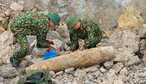 广平省及时安全处理一枚重达200公斤的战争遗留炸弹 hinh anh 1