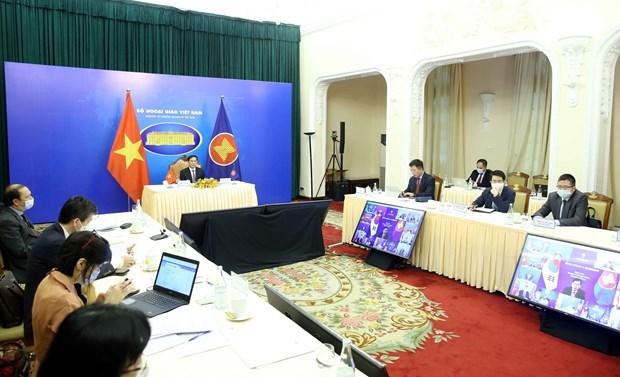 越南外交部部长裴青山出席第22届东盟与中日韩外长视频会议 hinh anh 1