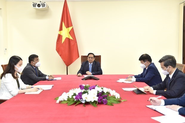 越南政府总理范明政与辉瑞公司首席执行官通电话 hinh anh 1