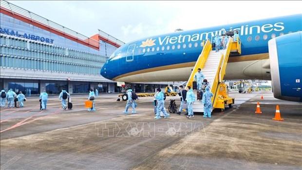 """云屯国际机场迎接从法国持有""""疫苗护照""""的逾300名旅客 hinh anh 1"""