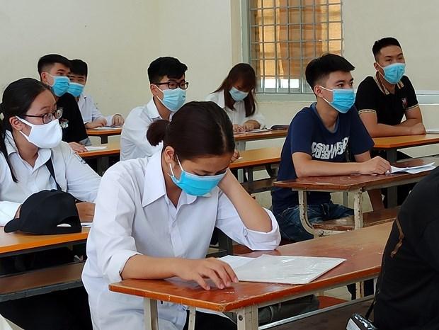 2020年高中毕业考试第一天 越南全国近86.7万名考生参加考试 hinh anh 2