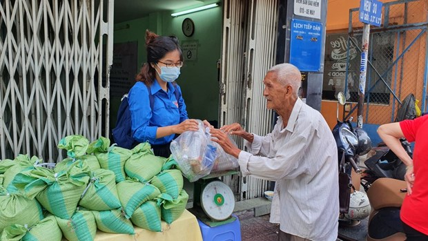 """胡志明市开展""""以塑料垃圾来换大米""""环保活动 hinh anh 2"""