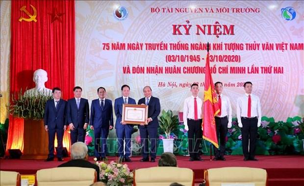 阮春福:越南天气预报和气象预警工作质量逐渐接近发达国家水平 hinh anh 2