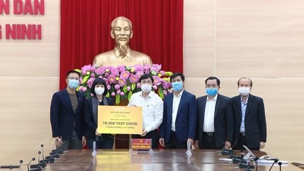 太阳集团向广宁省提供1万个快速检测试剂盒 hinh anh 1