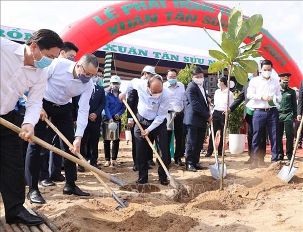 阮春福总理出席在富安省举行的永远铭记胡伯伯恩德植树节启动仪式 hinh anh 1